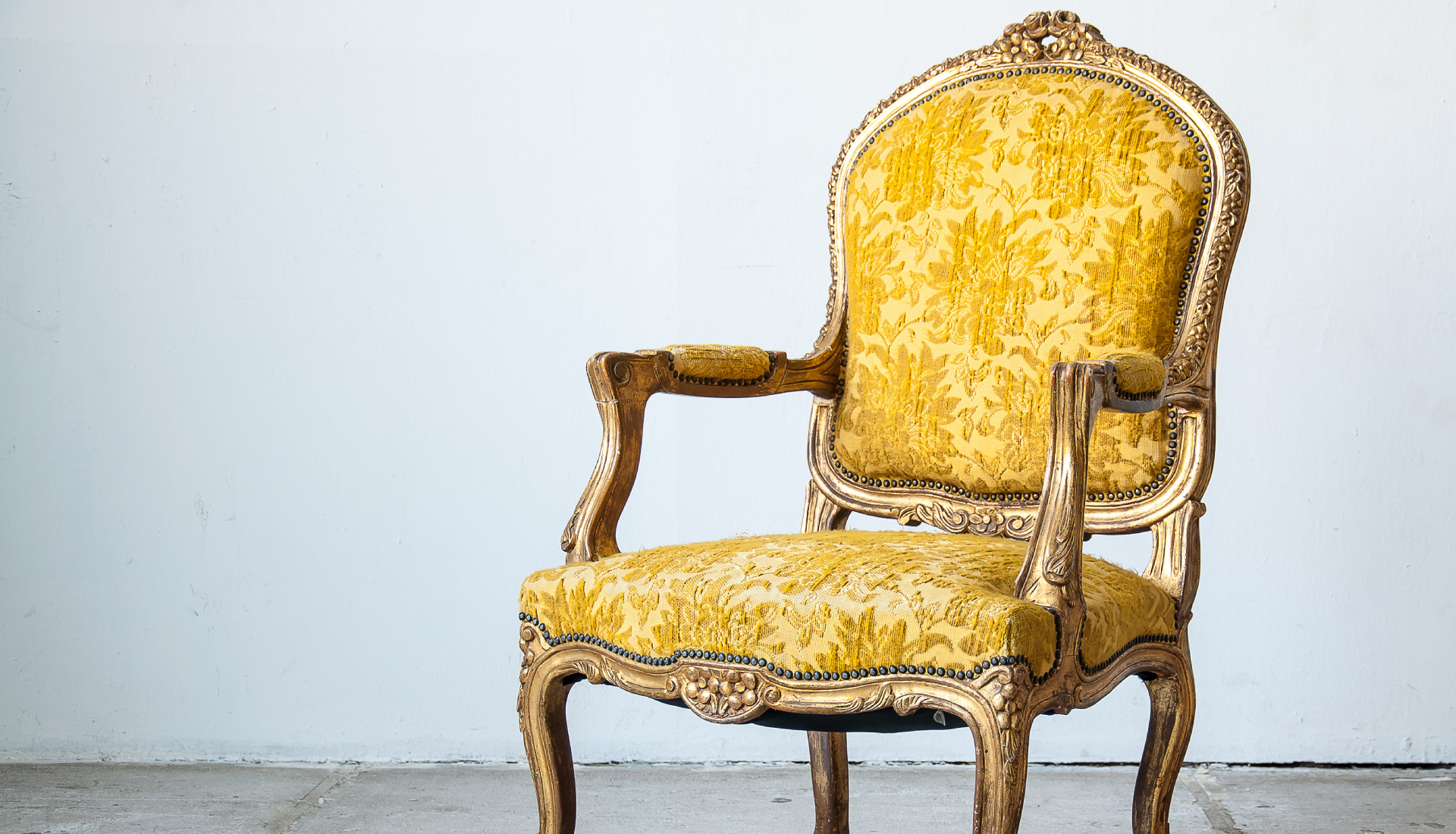 design-plus_yellow-chair