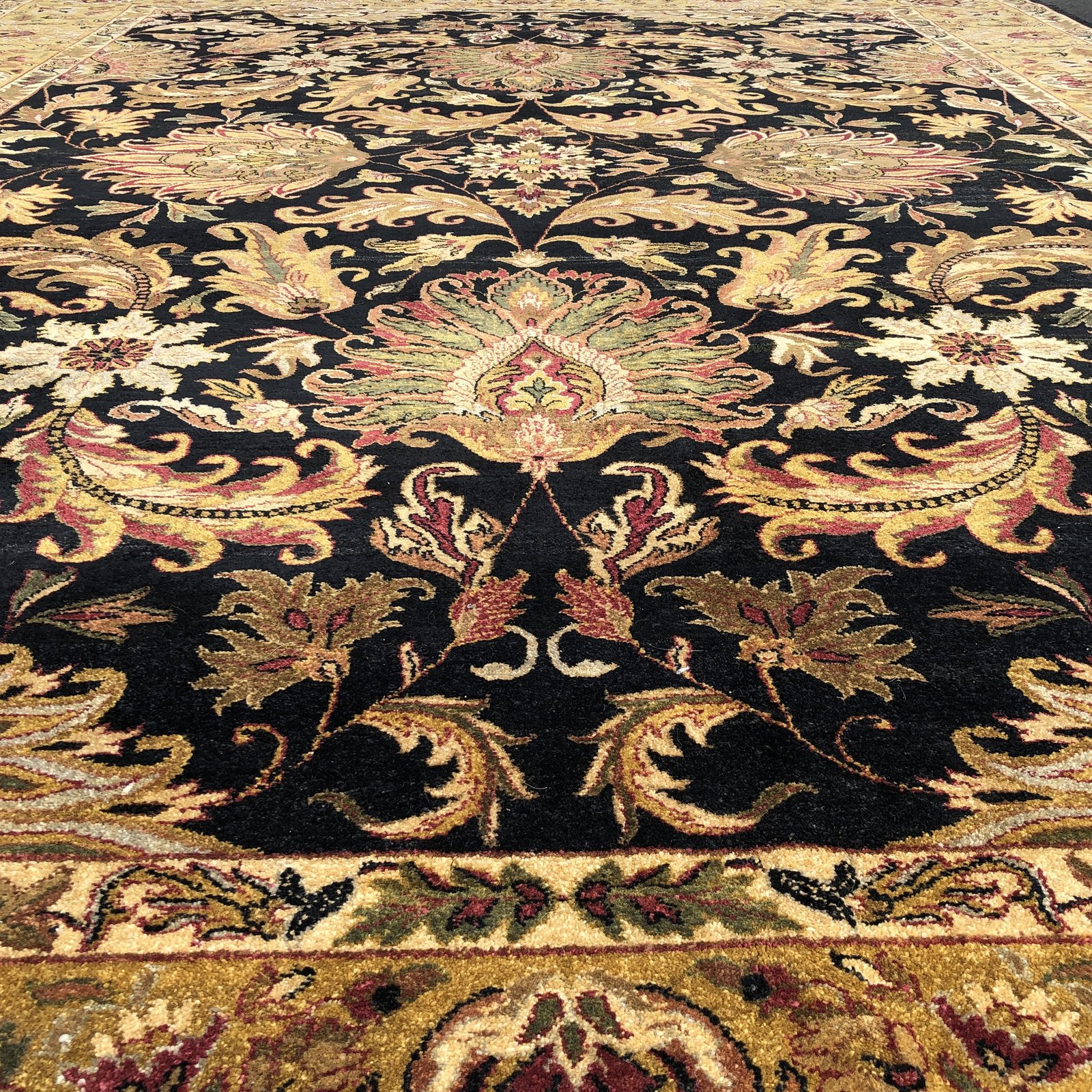 Large Traditional Style Wool Area Rug